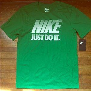 Nike T-shirt top Men's athletic cut size large